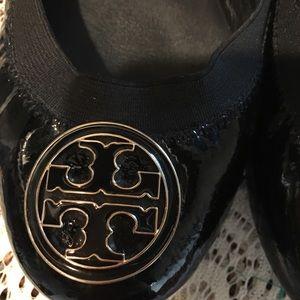 037515d542 Black patent leather TORY BURCH ballet flats.